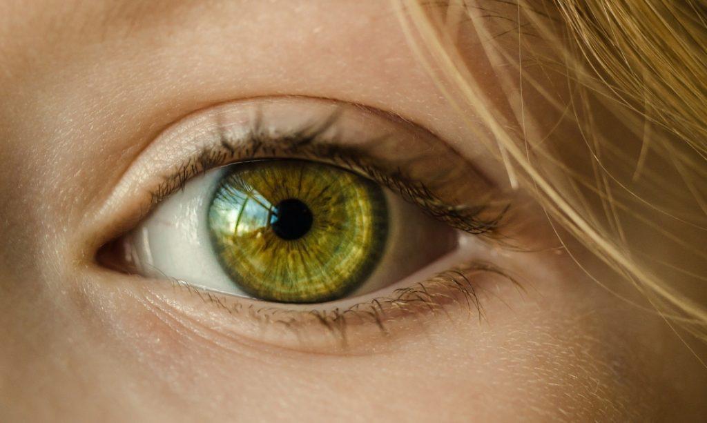 Frau mit grünen Augen