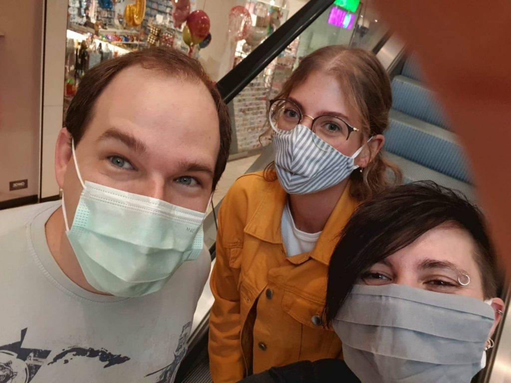 Gruppenbild Hello Performance. Marco, Janni und Hanna
